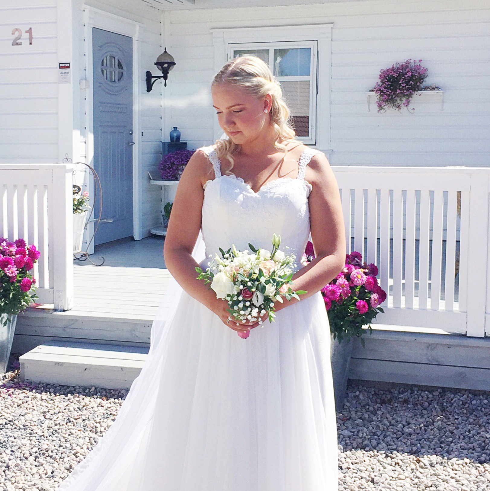 Camillas beautiful diy bridal bouquet and how to make it july 7th 2018 we had this beautiful amazing celebration of love in our family young mrmrs loennecken camilla and edvin had a wonderful wedding izmirmasajfo